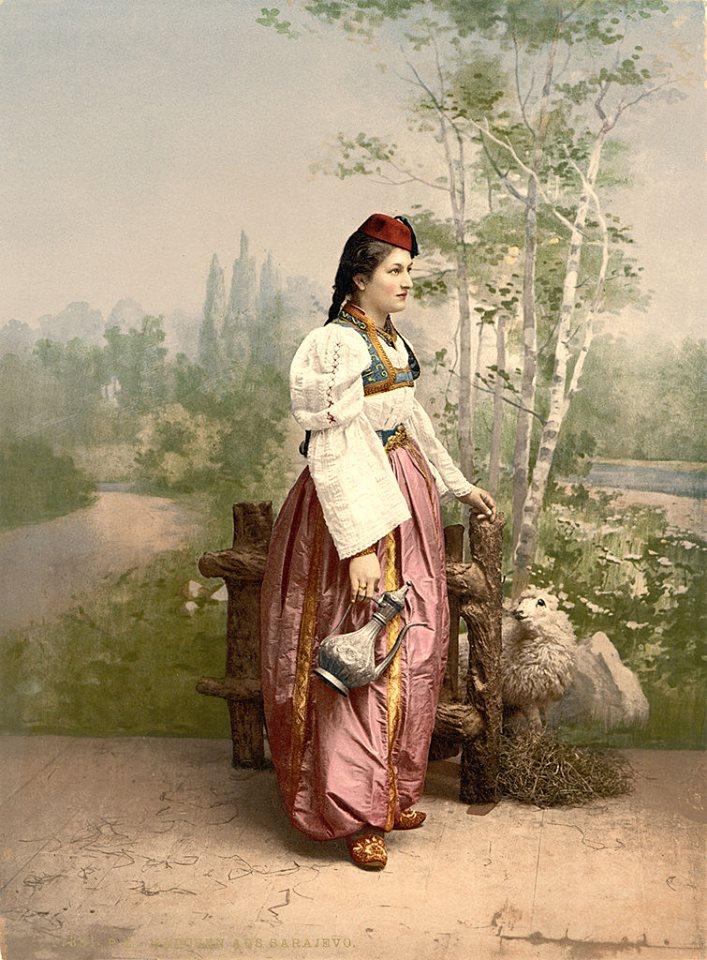 Bosnyák lány, polgári viseletben.
